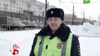 Инспектор ДПС, который стал звездой Интернета, рассказал, почему помог хромой собаке перейти дорогу