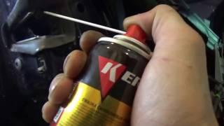 видео Чем смазать петли дверей автомобиля, какую смазку использовать?