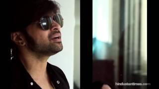 Himesh Reshammiya sings 'Teraa Surroor' for his fans