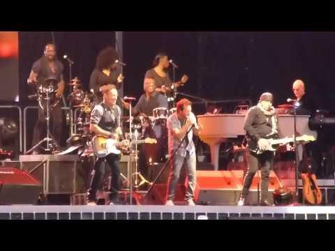 Bruce Springsteen W Eddie Vedder Highway To Hell AAMI Park Melbourne15/2/14