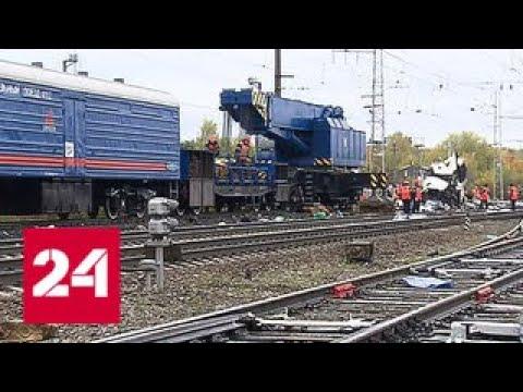 Под Владимиром поезд врезался в заглохший автобус - Россия 24