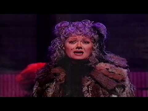 Elaine Paige and more in a Musicals Medley (Royal Variety Pe