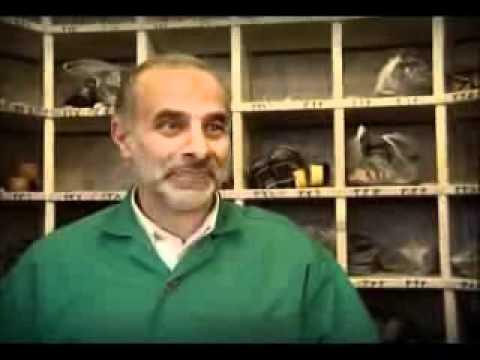 Documentary - Shoe Collectors at Imam Al Reza Shrine - Mashad - Persian sub English
