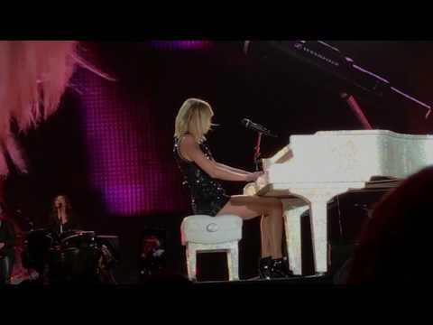 Taylor Swift - Sparks Fly - Formula 1 10/23/2017
