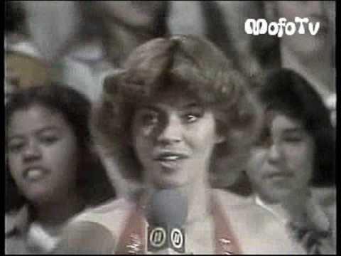 Sarah na estreia do Programa Carlos Imperial - TVS/Record (09/06/1979)