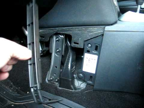 2 7 Fuse Box Diagram How To Replace Cabin Air Filter In Nissan Rogue 2008 2010