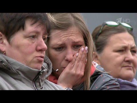 Сотни жителей Саратова пришли проститься с убитой девятилетней девочкой.