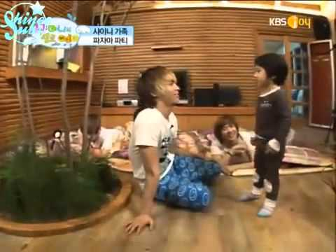 SHINee Hello Baby - Yoogeun Dancing to Ring Ding Dong