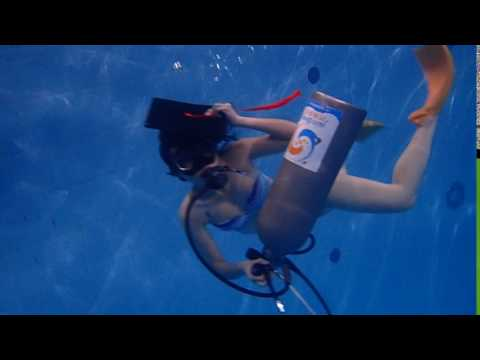 06032017 U/W swimming with just holding a tank linked with regulator set I-文婷