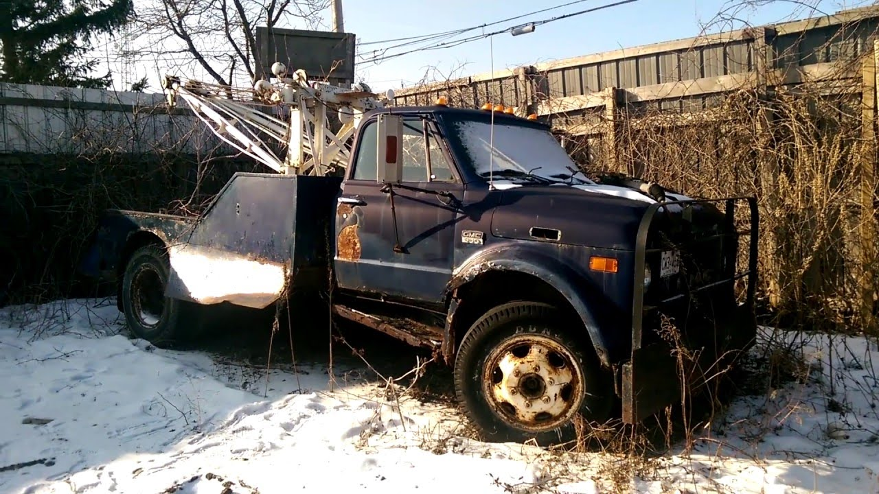 OLD GMC 950 Wrecker in the Junk Yard - YouTube