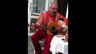 Gitarist Neco Baba - Istanbulu Seyrediyorum
