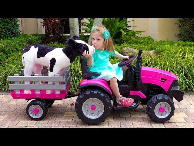 Настя играет в ферму с игрушками