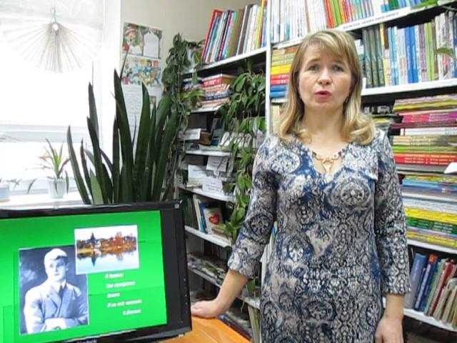 Изображение предпросмотра прочтения – ГульнарКамаева читает произведение «Низкий дом с голубыми ставнями» С.А.Есенина