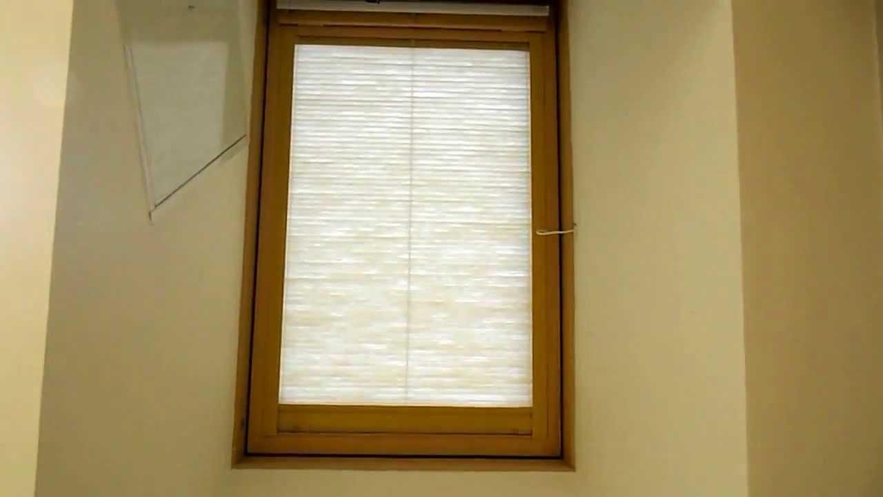 Монтаж шторы Plisse M на мансардные окна - YouTube