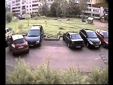 Баба за рулем паркуется!