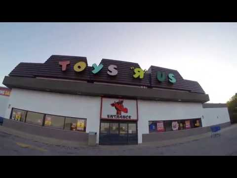 Final Days of Toys R Us - Store Closing Walkthrough - Death of a Big Box Store
