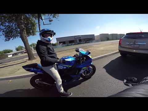 Undercover Cops | GSXR 750 plays with Mustang | Local Vlogger Spotlight streaming vf