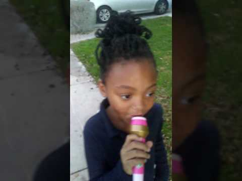 Little cute girl sings I got the eye of the tiger by Katy Perry(1)