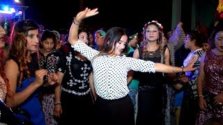 ROMAN HAVASI SEVENLER -çılgınca dans eden Kızlardan Müthiş şhow gösterisi 2017