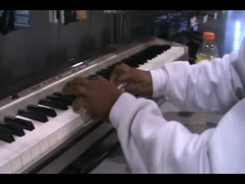 Jerry's keyboard song@ best buy