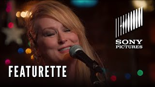 Ricki And The Flash Music Featurette - 'Drift Away' (ft. Meryl Streep)