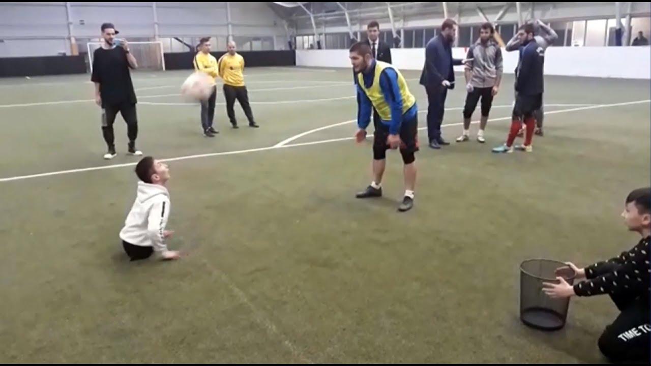 Хабиб Нурмагомедов сыграл в футбол с мальчиком, родившимся без ног