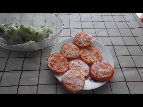 Салат из замороженных огурцов и помидор.