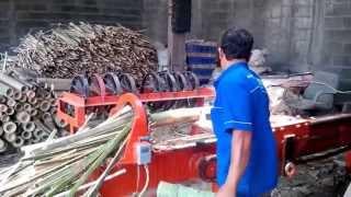 Mesin tusuk sate .pembelah bambu