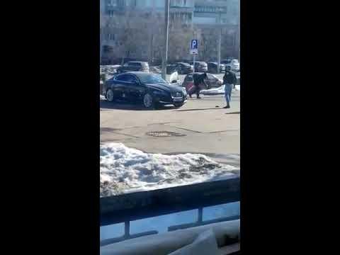 Стрельба в центре Тулы. После стрельбы Ягуар сгорел