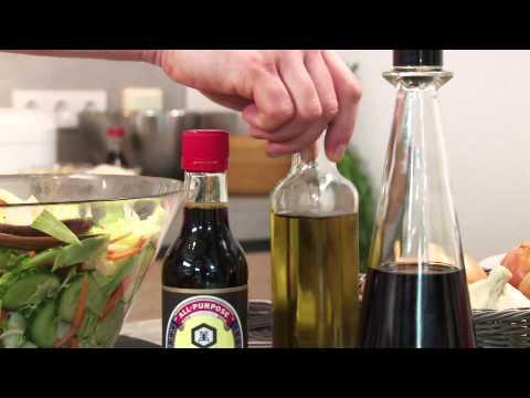 Свежий зеленый салат из овощей и салатных листьев. Рецепт