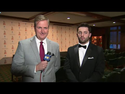 Baker Mayfield Picks Up Davey O'Brien Award In Fort Worth