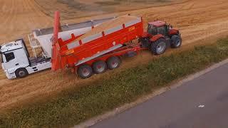 Moisson du blé dans la Meuse ETS . A. HORIOT avec une CASE IH 7240 et une benne Transbordeur