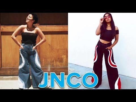 Women Wear Baggy Jeans From The '90s