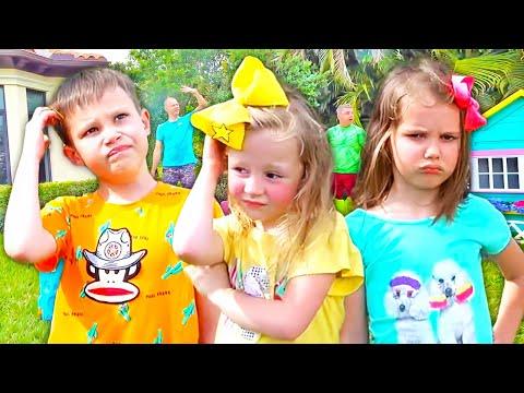 Stacy y sus amigas juegan con juguetes nuevos.