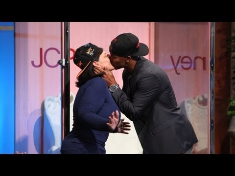 Shemar Moore Kisses for Cancer Research