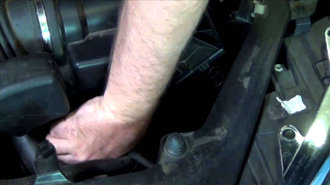 how to change the air filter on a 2010 ford fusion 2 5l lubeudo com youtube [ 1280 x 720 Pixel ]