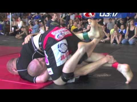 Superfight - Bill Scott vs Rick Macauley at Grapplers Quest Pro 2006 by TapouT