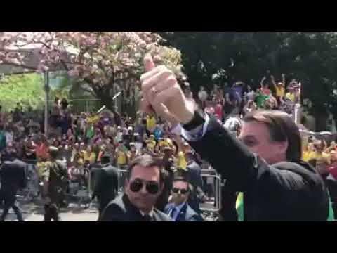 Bolsonaro é ovacionado em desfile da Independência