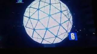 Ryan seacrest host will count down at midnight on new year's eve december 31, 2012, a giant ball suspended above the holiday of broadcast going cr...