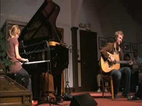 Glen Hansard and Marketa Irglova - Falling Slowly (Live '07)