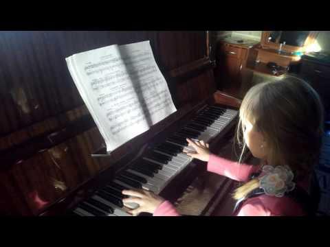 дочь играет на пианино 1 класс