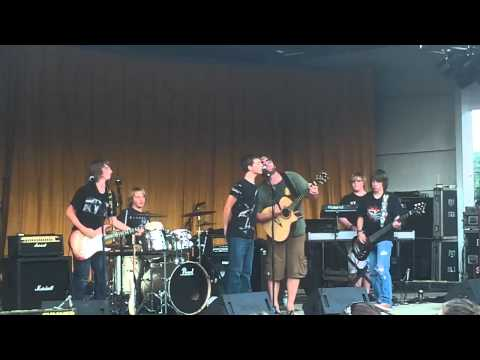Lee Brice SUPRISES CROWD When He Rocks With 15 Year Old Band!!! Awesome Video!!