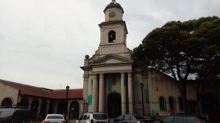 Vandalizaron con pintura verde la catedral de Moreno