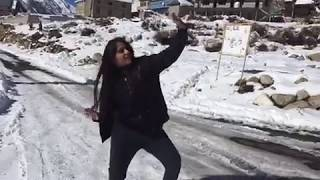 My friends and little sisters dancing in snow at Chhitkul | Wait for the last | crazy fun