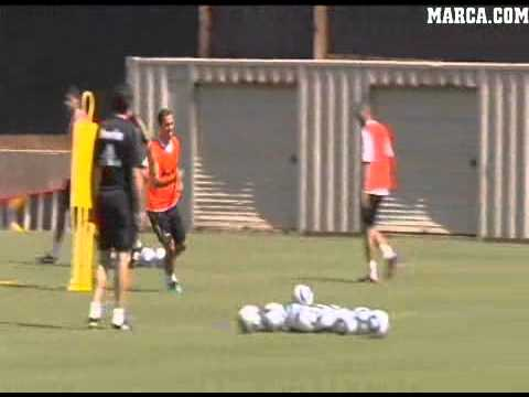 Sami Khedira lesionado en la pretemporada 2011-2012 ::: Video Cortesia de Marca TV