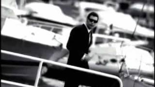 Charlize Theron: Spot Martini & Rossi Martini Bianco(Spot Martini Rosso 1993. Attori: Charlize Theron e Max Parrish. Finale a Portofino., 2010-07-06T15:10:50.000Z)