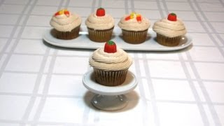 Pumpkin Cupcakes With Cinnamon Cream Cheese Frosting -- Lynn's Recipes