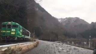 「ただいま『風っこ只見線ストーブ列車』と並走しております!!!」2019/12/14(JR只見線・会津水沼駅~早戸駅)