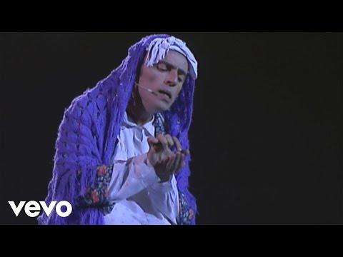 Elie Kakou - La banque suisse (Live au Cirque d'Hiver 1997)