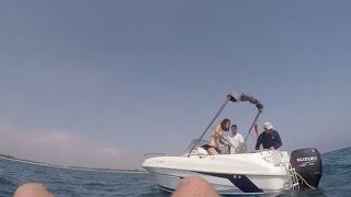 Bouée tractée par le bateau. ça déménage  et ça fait mal !